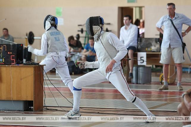 Во время соревнований по фехтованию