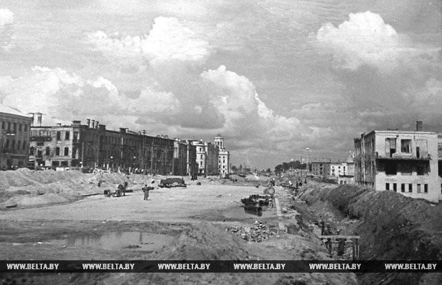 Минск. Начало реконструкции главной магистрали города - Советской улицы. 1946 год