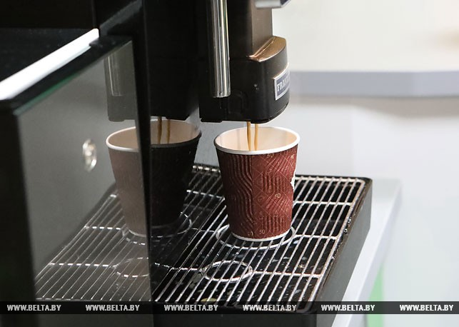 На всех АЗС Гомеля 7 ноября проводится акция – при заправке от 10 литров топлива — бонус чай или кофе