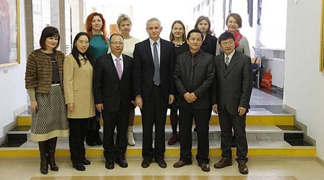 В конце встречи представители ГрГУ имени Янки Купалы и Чунцинского политехнического университета сделали фото на память