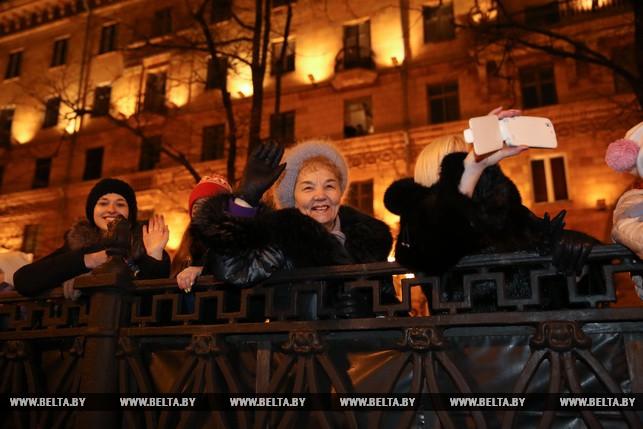ВМинске 24декабря состоялось обычное шествие Дедов Морозов