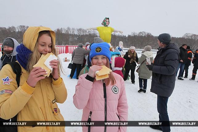 Участницы праздника Валерия Назаренко и Лолита Кузменок