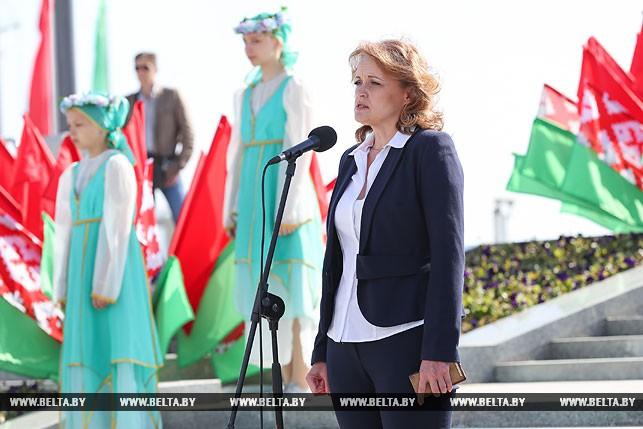 Выступает председатель комитета по образованию Мингорисполкома Мария Киндиренко