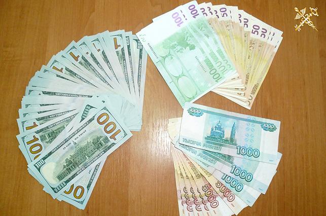 Россиянин лишился крупной суммы незадекларированной валюты при въезде в Беларусь