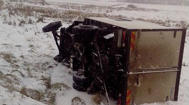 НаПоставщине столкнулись грузовой автомобиль илегковушка, пострадали 2 женщины