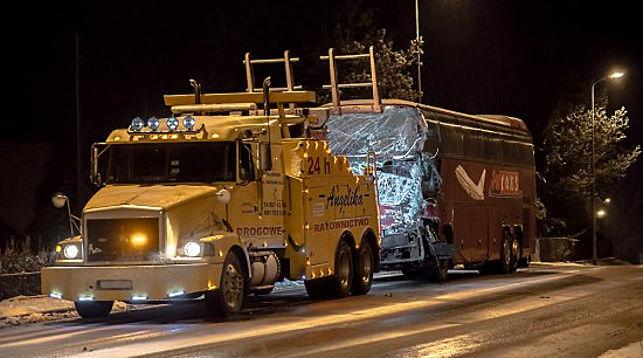 Белорусский автобус столкнулся сфурой вПольше
