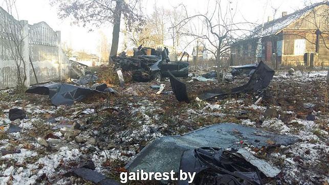 Passat врезался вдерево, погибли два человека— Обгон под Каменцом