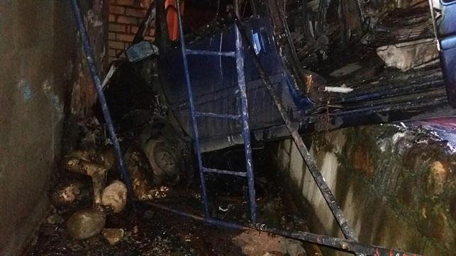 ВСмолевичах шофёр разбился насмерть, врезавшись вбетонную стену