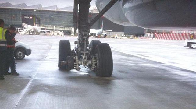 Пассажирский аэробус приземлился ваэропорту Лондона без одного колеса