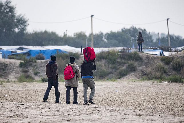 Влагере Кале после сноса остаются около сотни беспризорных детей