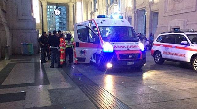 Мигрант сножом напал на служащих безопасности вМилане