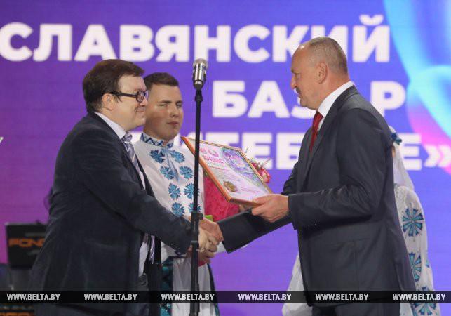 Диплом вручается Вячеславу Валееву