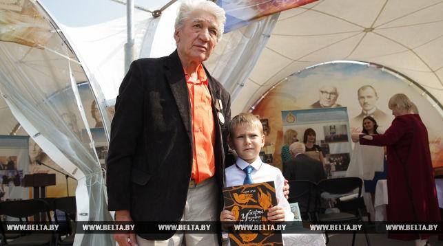 Михаил Бусько (слева)