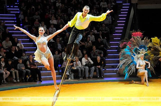 """Во время циркового представления """"Арт-и-Шок"""" в Белгосцирке. 2012 год"""