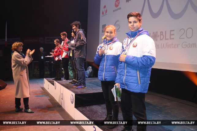 Бронзовые призеры в керлинге Светлана Плешак и Макар Баркан