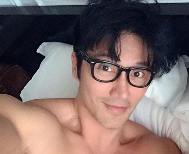 50-летний манекенщик изСингапура выглядит на20 лет
