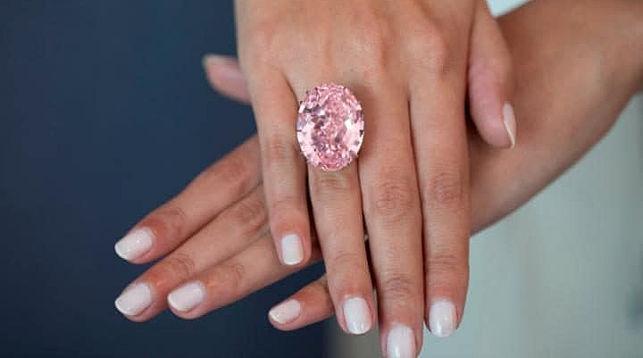 Крупнейший розовый бриллиант продали за71 миллион долларов