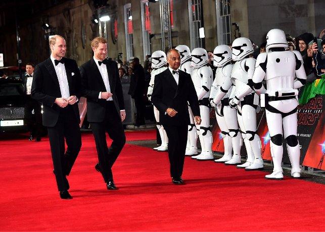 Принцы Уильям иГарри снимались вновом эпизоде «Звездных войн»