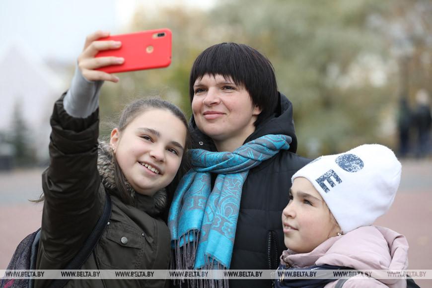 Татьяна Волкова с детьми Настей и Машей