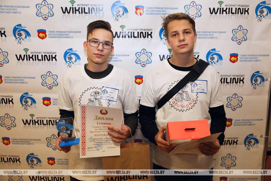 Марк Кондратюк (слева) и Никита Иваник