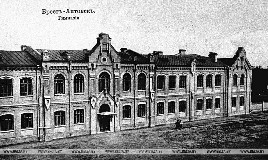 Гімназія в Брест-Литовську, 1917 рік.  Фоторепродукція БЕЛТА
