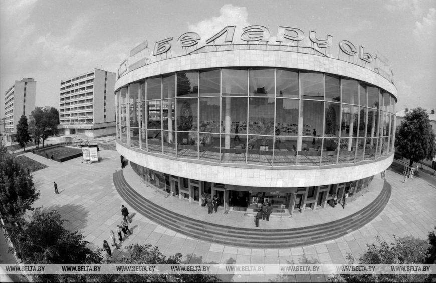 """Широкоекранний кінотеатр """"Білорусь"""", серпень 1982 року"""