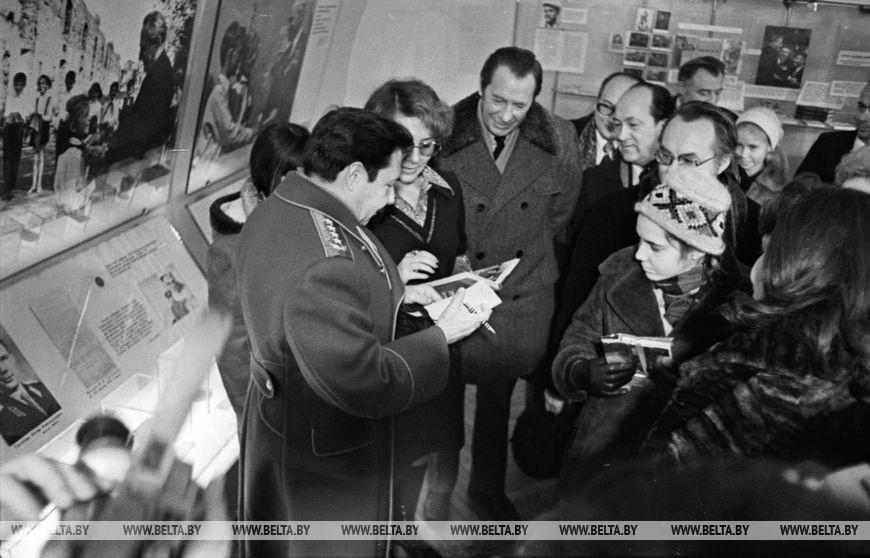 Другий секретар ЦК Компартії Куби, перший заступник Голови Державної Ради і Ради Міністрів Республіки Куба товариш Рауль Кастро в Брестській фортеці, грудень 1976 року