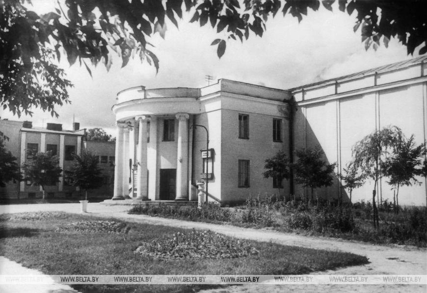 Брестський обласний театр з боку вулиці Леніна, квітень 1958 року