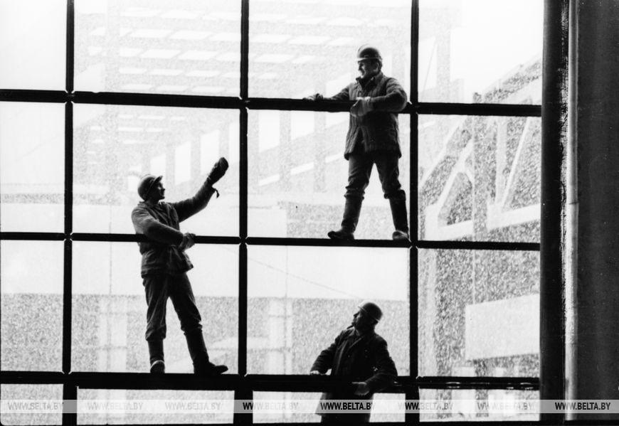 На будівництві заводу процезіонних вузлів, березень 1979 року