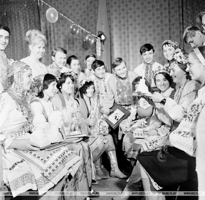 Гості з союзних республік на вечорі інтернаціональної дружби, січень 1973 року