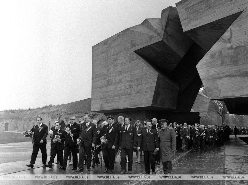 """Відкриття меморіального комплексу """"Берестейська фортеця-герой"""", вересень 1971 року"""