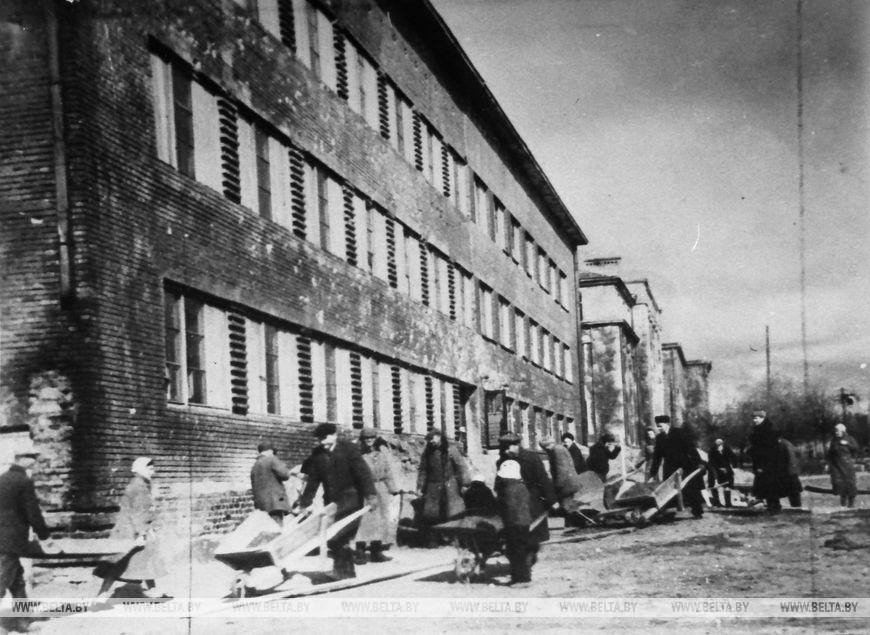 Відновлення Брестської обласної лікарні, грудень 1948 року.  Фоторепродукція БЕЛТА