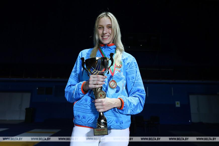 Победитель соревнований в сабле у женщин Анна Иванищенко