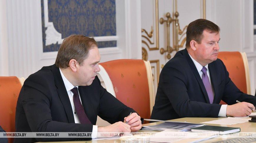 Министр здравоохранения Владимир Караник и государственный секретарь Совета безопасности Андрей Равков