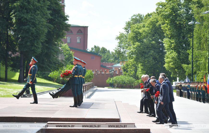 Президент Беларуси Александр Лукашенко  присутствовал в Москве на военном параде