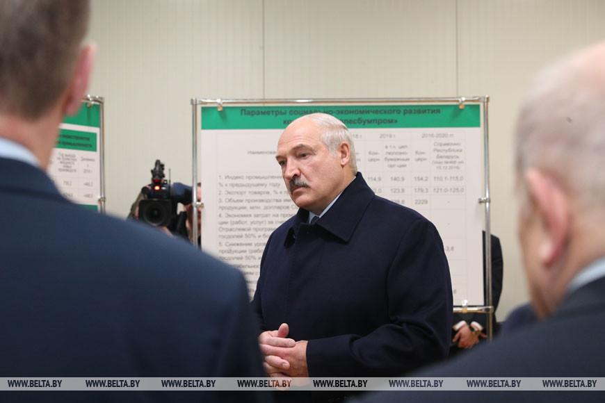 """Во время посещения РУП """"Завод газетной бумаги"""" в Шклове"""