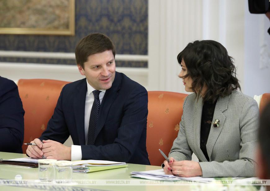Председатель Национальной государственной телерадиокомпании Иван Эйсмонт и генеральный директор Белорусского телеграфного агентства Ирина Акулович