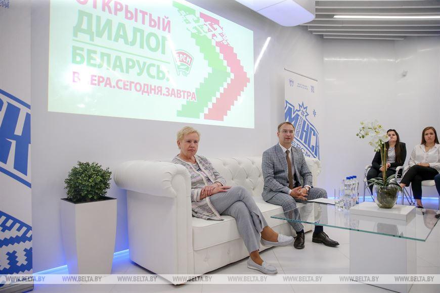 Председатель ЦИК Лидия Ермошина и первый секретарь Минского городского комитета БРСМ Сергей Клишевич