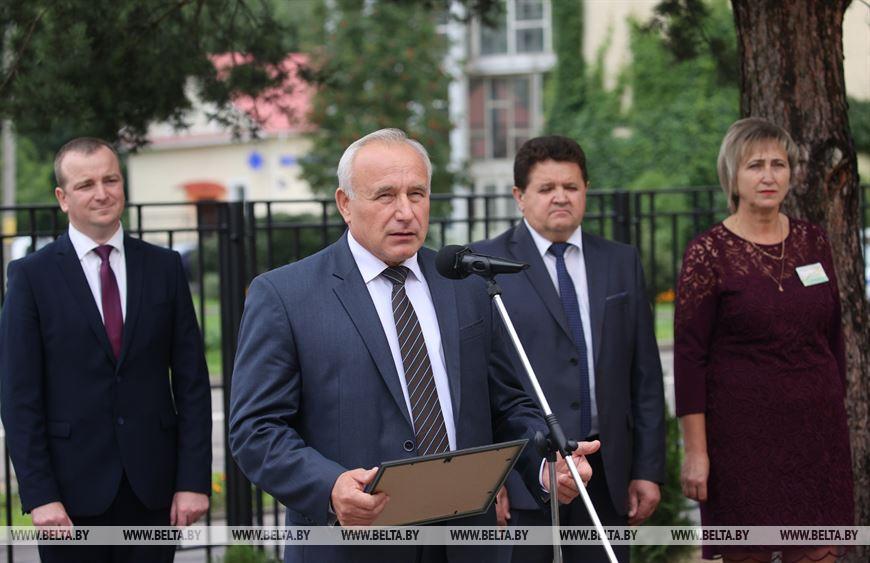 Выступает председатель Витебского облисполкома Николай Шерстнев