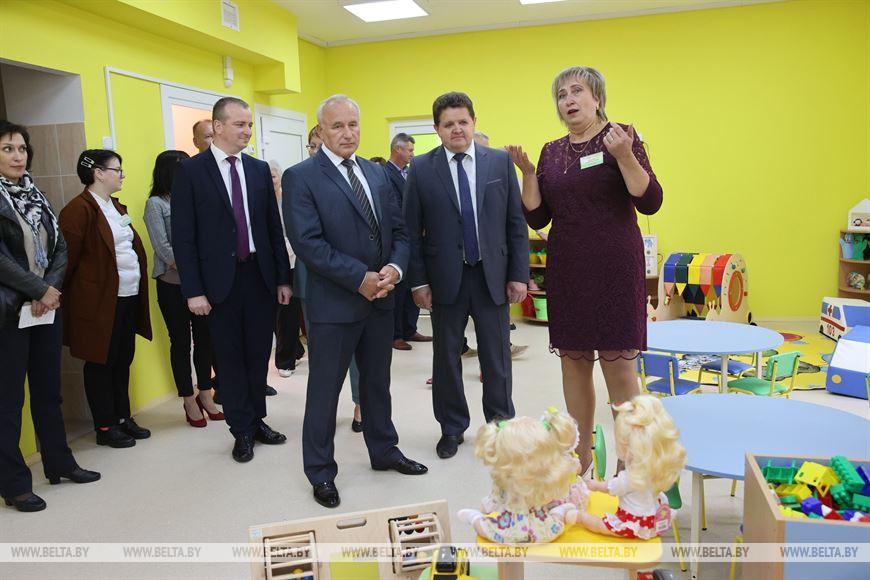 Председатель Витебского облисполкома Николай Шерстнев знакомится с детским садом