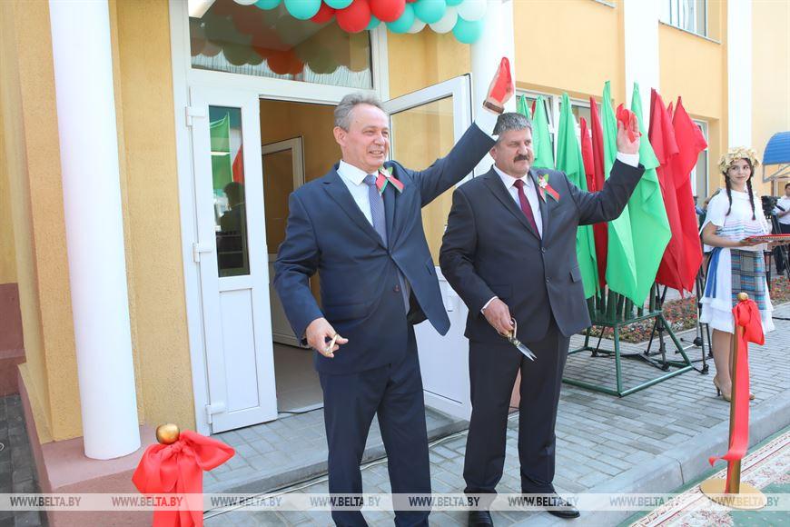 Председатель Гомельского горисполкома Петр Кириченко и председатель Гомельского облисполкома Геннадий Соловей во время торжественного открытия комплекса