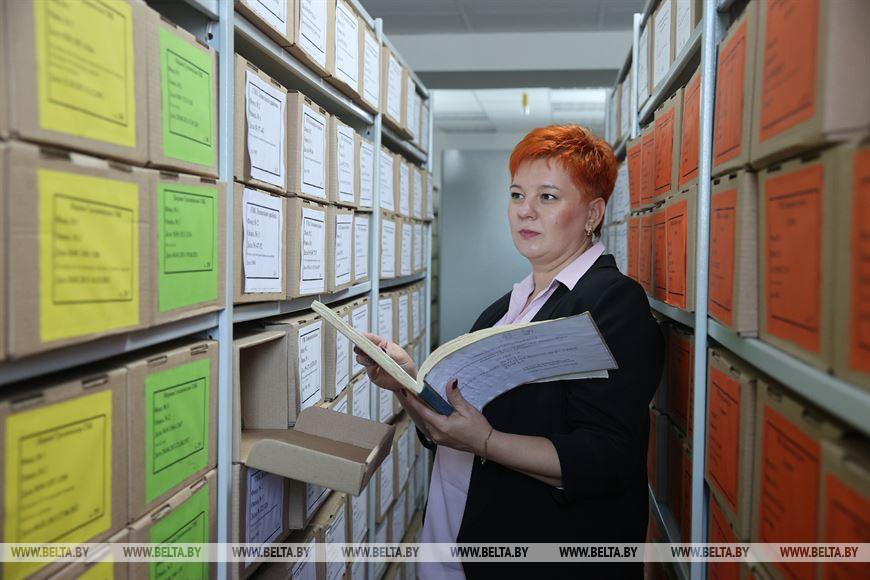 Заведующая архивом Ирина Салей