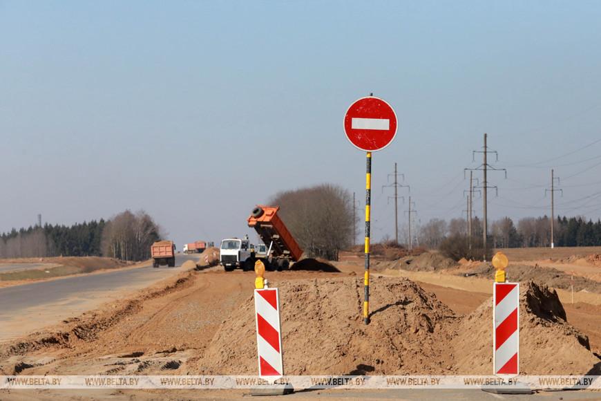 На участке дороги Могилев-Чериков-Костюковичи завершают укладку легкого бетона и асфальта