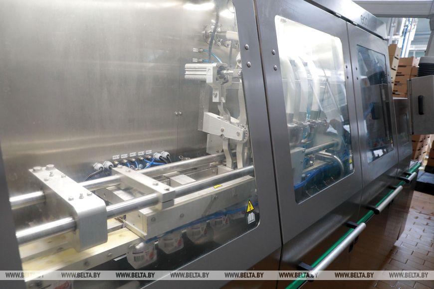 Еще одну линию биоразлагаемой упаковки для новых продуктов запустили на предприятии «Бабушкина крынка» в Могилеве.