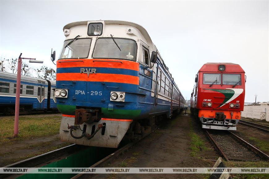 Дизель-поезд на территории Локомотивного оборотного депо в Гродно