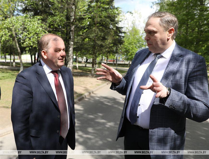 Начальник главного управления по здравоохранению Витебского облисполкома Михаил Вишневецкий и министр здравоохранения Владимир Караник