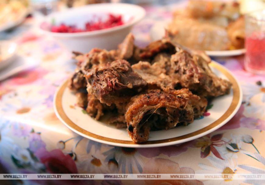 Специальное блюдо праздничного стола Престольного празднования Рождества в д.Репище – утка запеченная в печи