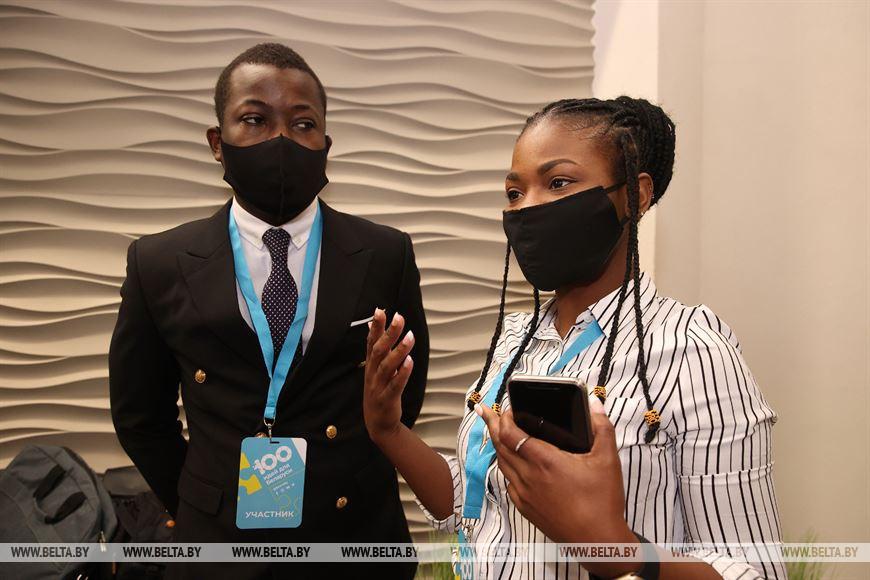 Себастьян Дивиндо Пеленда из Конго и Аджей Рейчел Ашыкай из Ганы