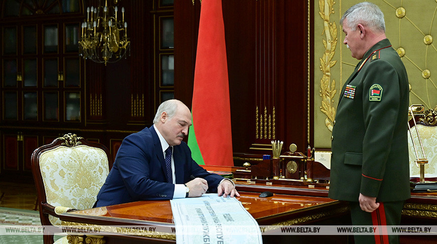 Президент Беларуси Александр Лукашенко и председатель Государственного пограничного комитета Анатолий Лаппо