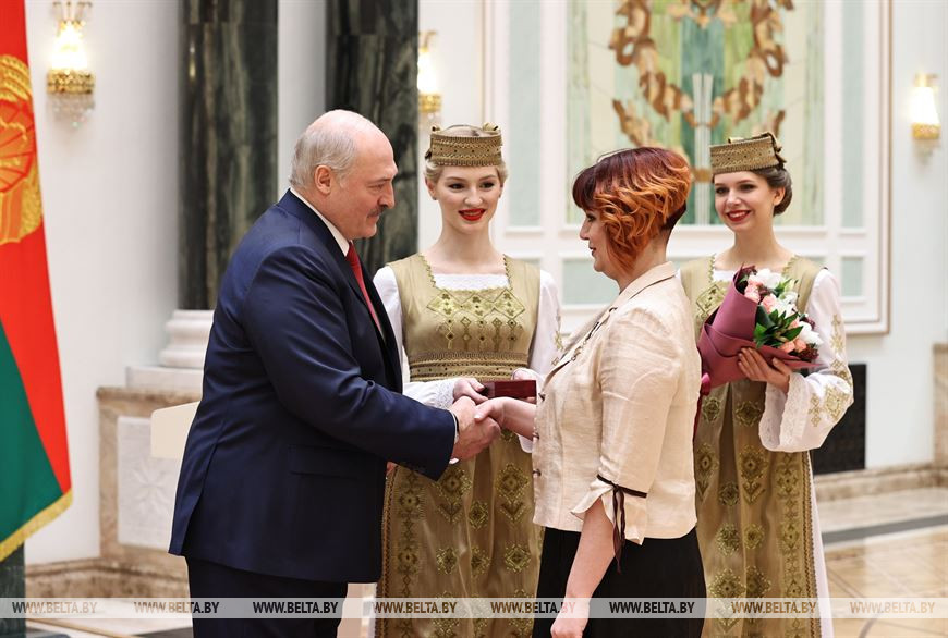 Мастер производственного обучения Могилевского государственного профессионального лицея №1 Анна Евдокимова награждена орденом Матери